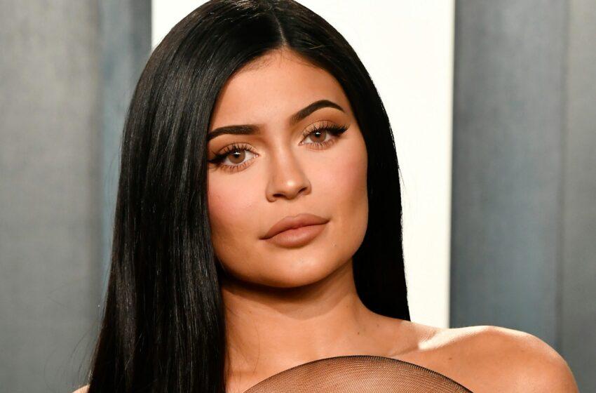 Fanii vedetei Kylie Jenner, dezgustați de noua ei campanie de promovare: A pozat goală, acoperită complet cu sânge
