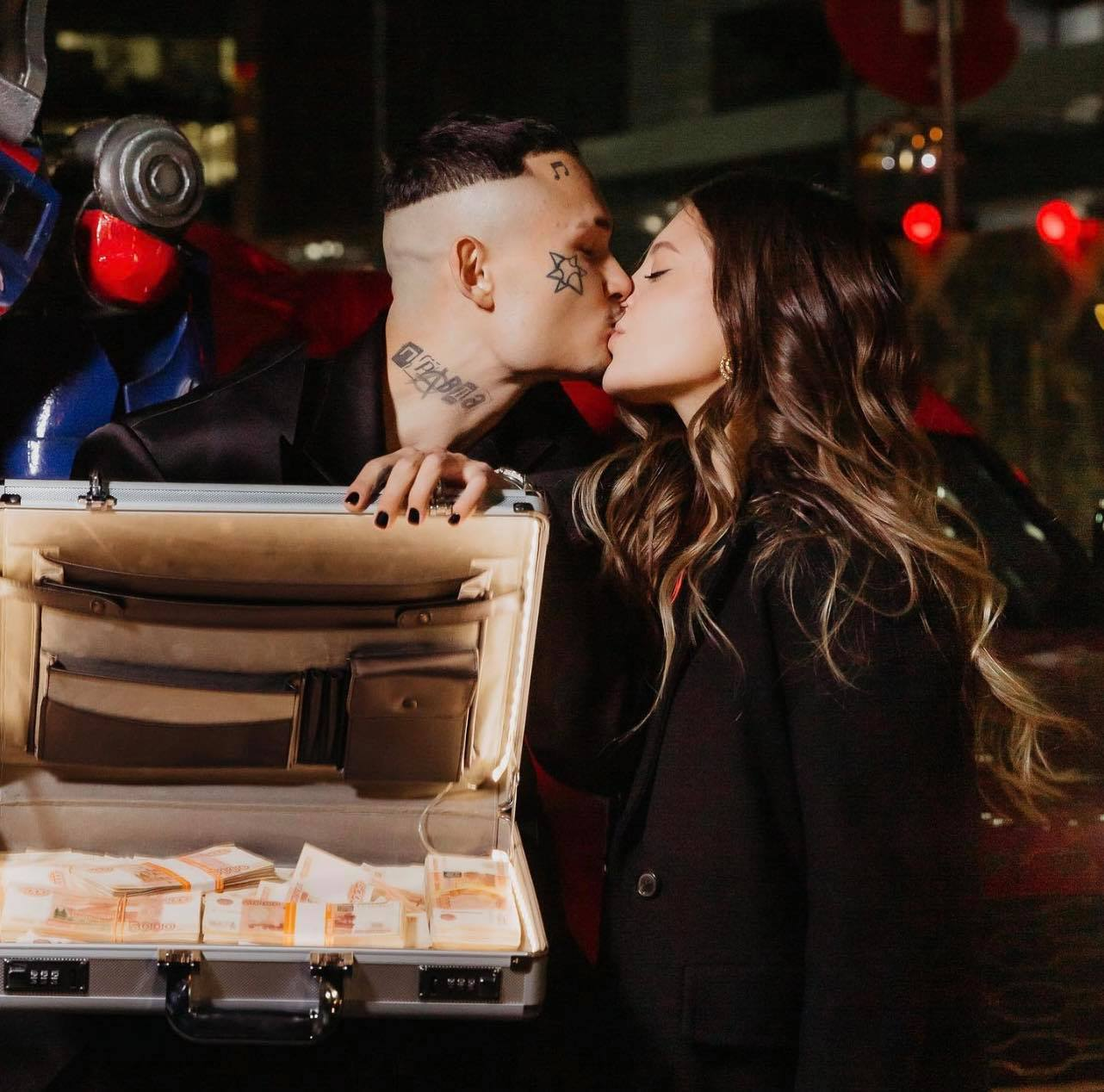 (video) Un  Range Rover și o valiză cu bani: Morgenstern şi-a lăsat iubita fără cuvinte de ziua ei