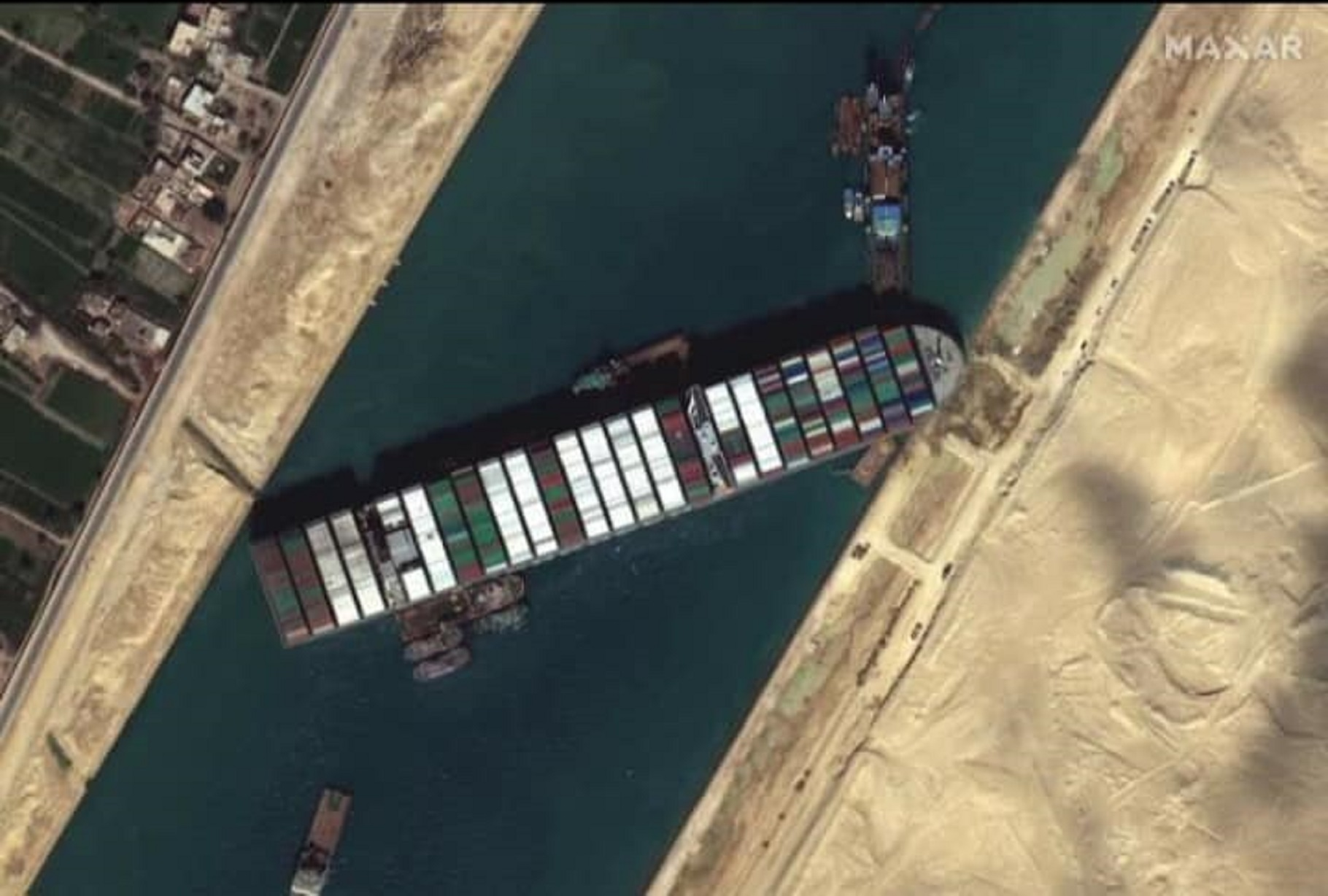 Nava blocată în Canalul Suez ar putea provoca o criză mondială a cafelei şi a hârtiei igienice