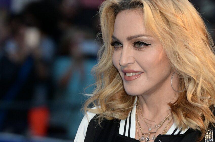 (VIDEO) Cu fundul gol la vedere, la 63 de ani. Madonna a șocat din nou la o emisiune televizată
