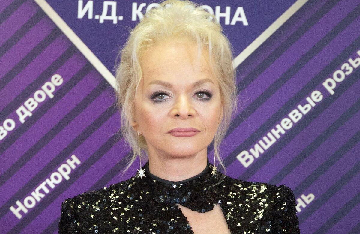 """FOTO """"S-a tuns! Nu îmi vine să cred!"""" Larisa Dolina a șocat fanii cu noul ei look"""