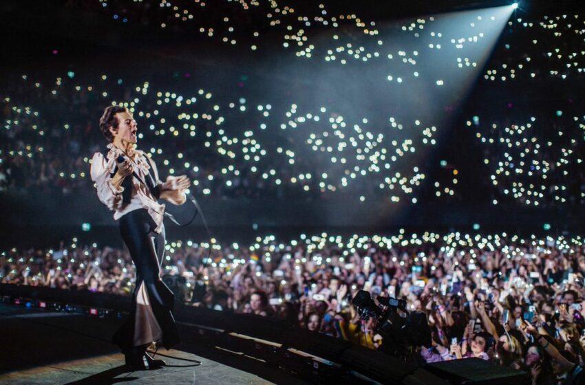 Harry Styles a oferit un sfat despre relații, chiar în timpul unui concert