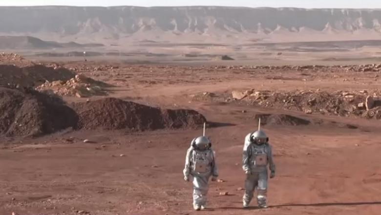 (VIDEO) Într-un crater din Israel, șase oameni trăiesc ca și când ar fi pe Marte