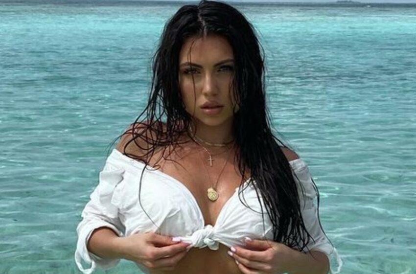 FOTO Îmbrăcată în bikini, Marinela Bezer şi-a etalat fundul în toată splendoarea