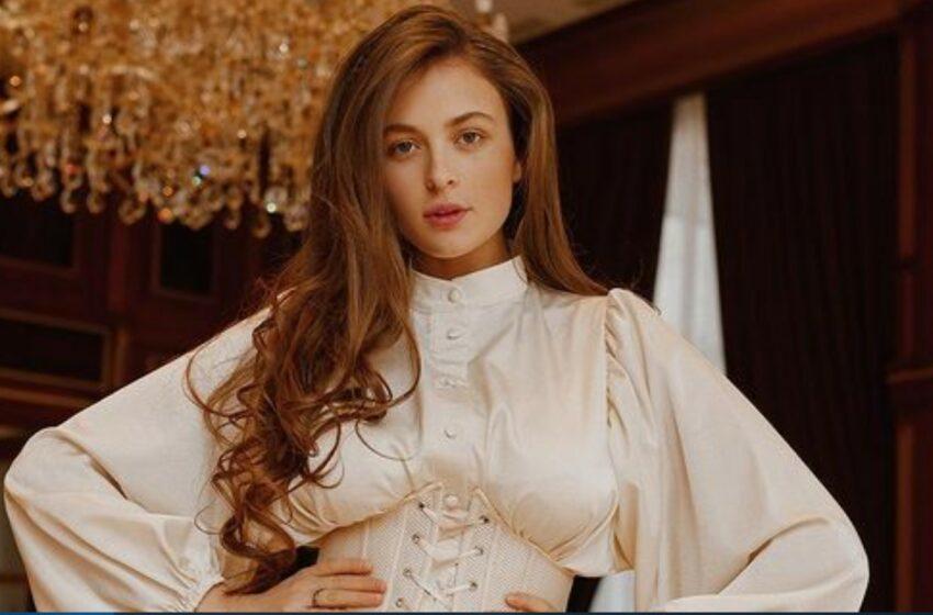 FOTO Pe internet este bombă sexy, dar în realitate este mămică model! Valeria Făinescu arată demențial la doar o lună după ce a născut