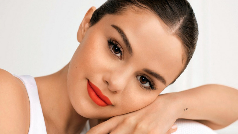"""(FOTO) Selena Gomez, o nouă schimbare de look. Artista și-a vopsit părul și e încântată: """"Am revenit!"""""""