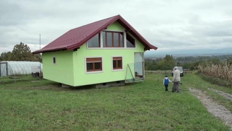 (VIDEO) Un bărbat a inventat casa care se rotește, pentru a-i face pe plac soției