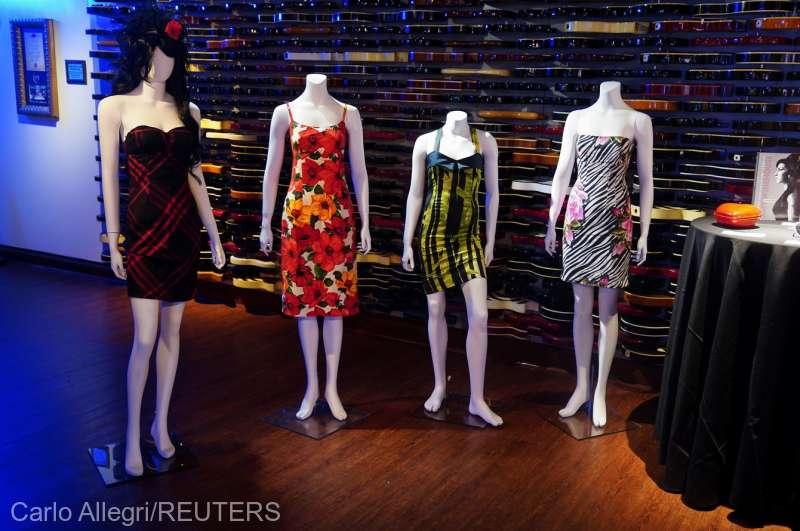 Garderoba cântăreţei Amy Winehouse, cu o valoare estimată între 1 şi 2 milioane de dolari, scoasă la licitaţie