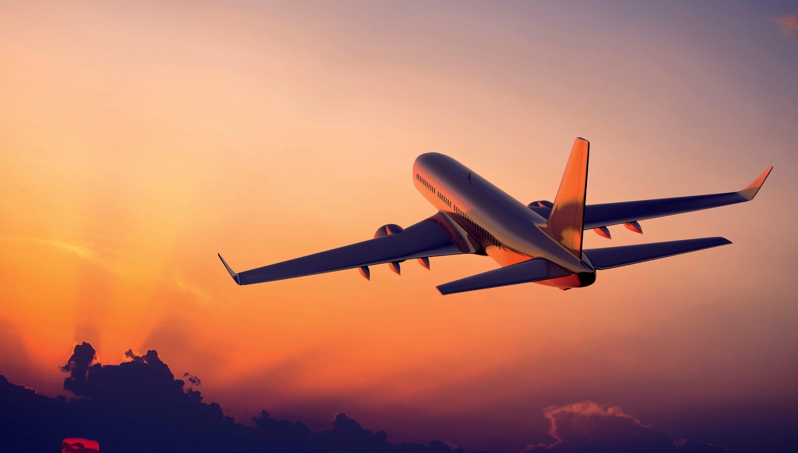 Un însoțitor de zbor explică de ce nu trebuie să dormiți cu capul sprijinit de geamul avionului