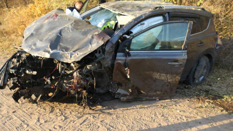 Un minor a murit, după ce s-a răsturnat cu mașina împrumutată de la prietenul de 15 ani, care o furase de la niște rude
