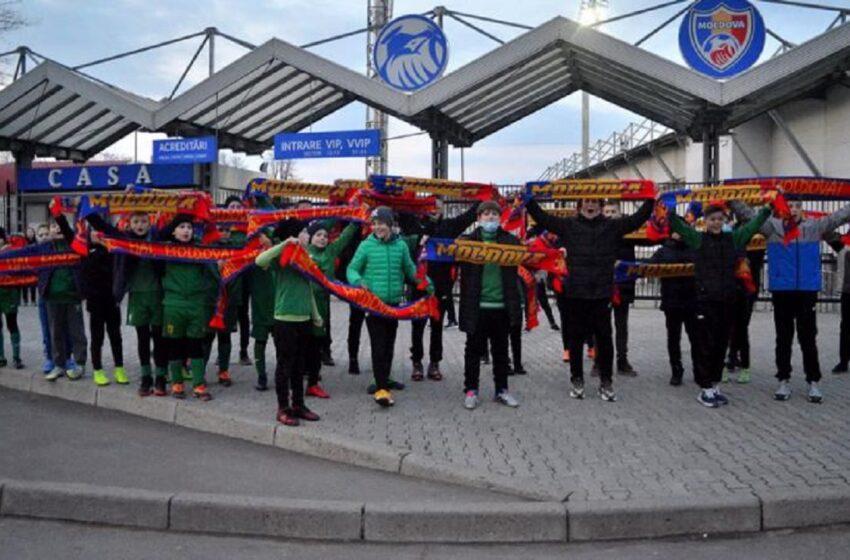 """""""Hai Moldova"""": 40 de discipoli au încurajat tricolorii înaintea partidei din preliminariile Campionatului Mondial"""
