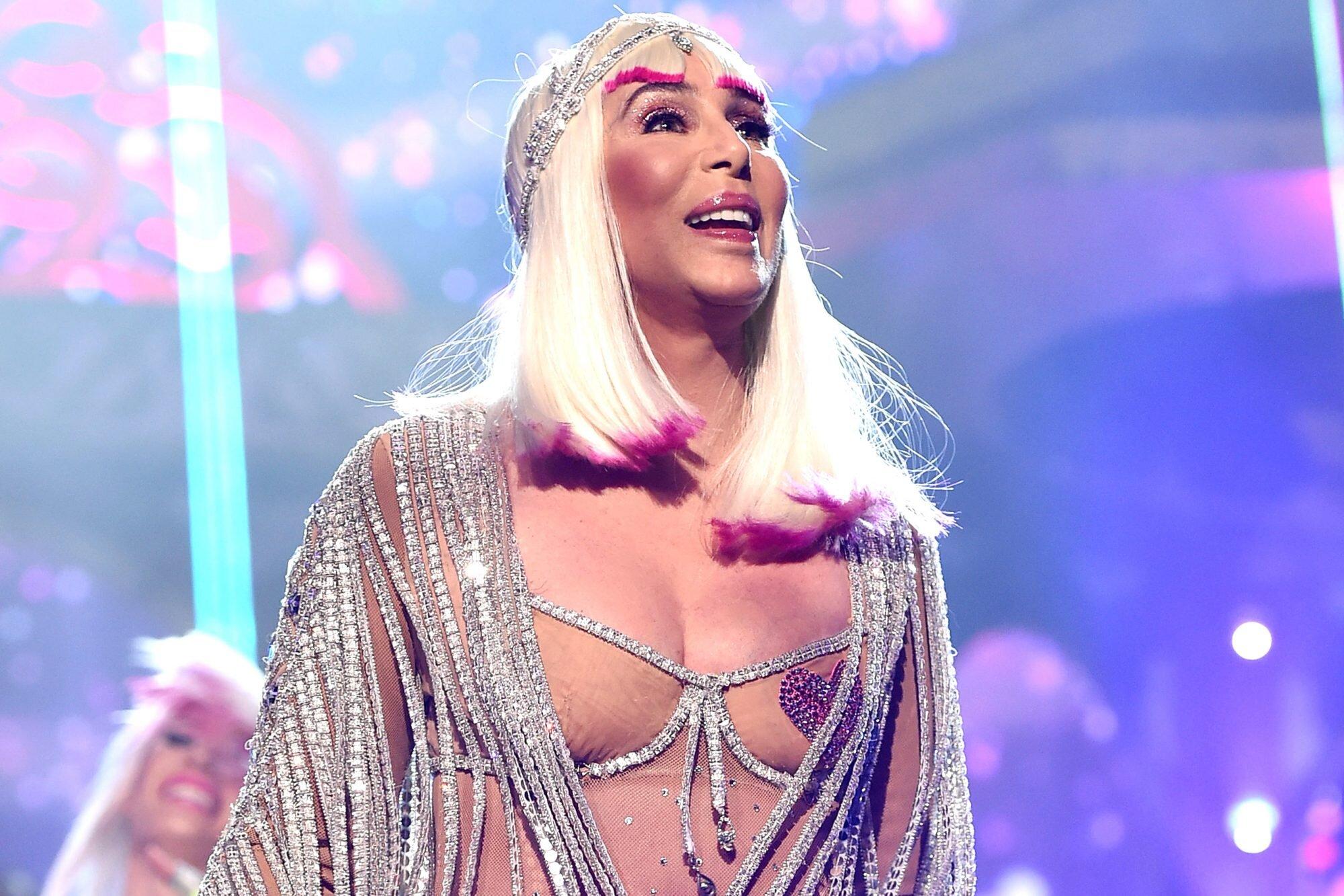 Cher, în război cu văduva fostului soţ. De ce a dat-o în judecată pe ultima soţie a lui Sonny Bono