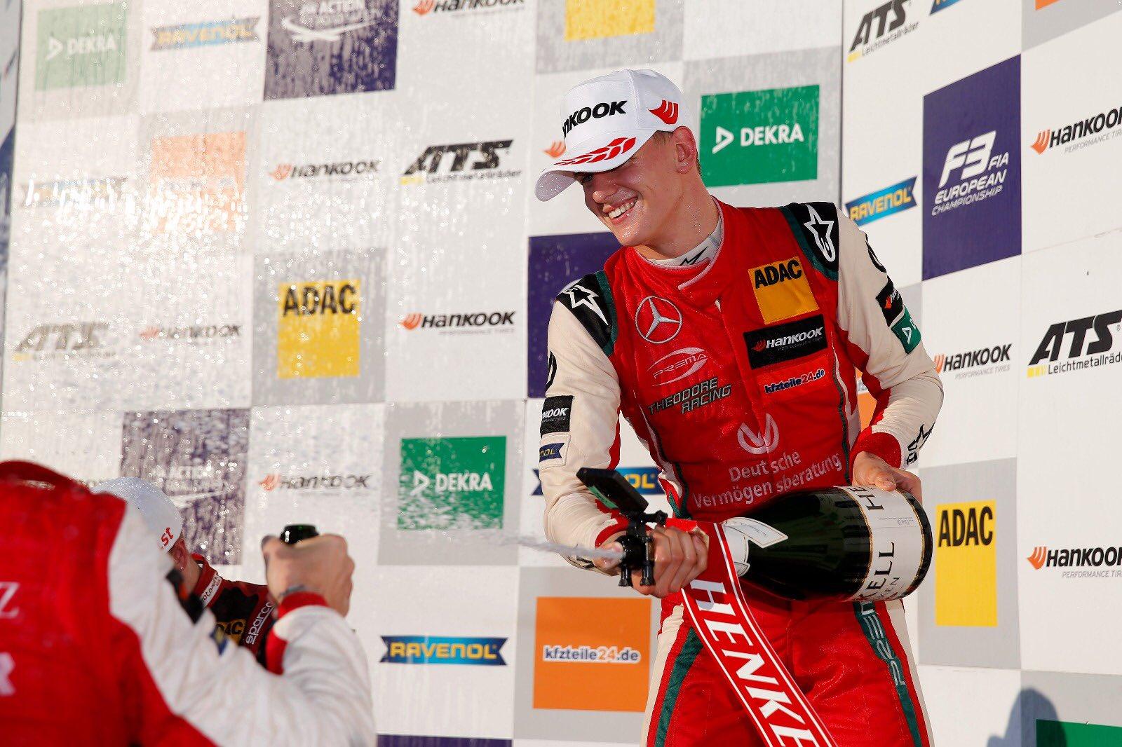 video-pe-urmele-tatalui-sau-mick-schumacher-a-devenit-noul-campion-european-la-formula-3
