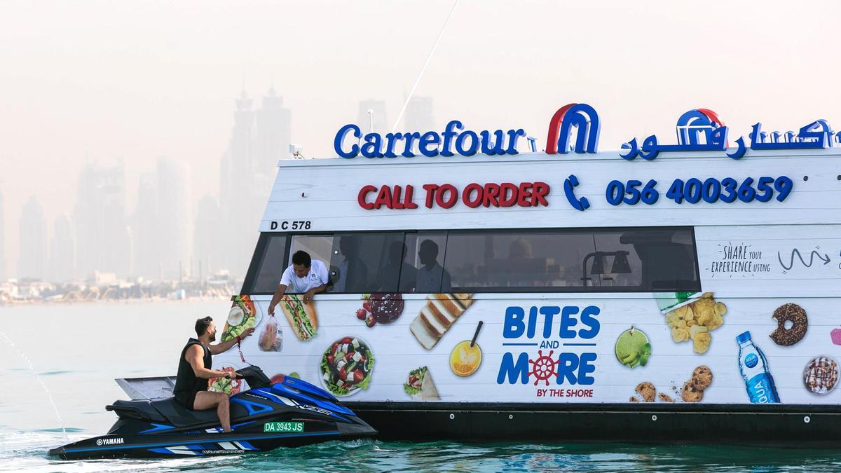 dubaiul-va-avea-magazine-carrefour-plutitoare-care-vor-deservi-barci-i